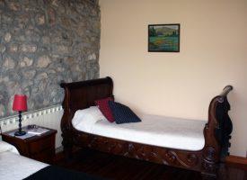 Habitación-doble-con-cama-extra-La-Casona-de-Tresgrandas