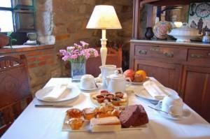 Desayuno-La-Casona-de-Tresgrandas-300x199
