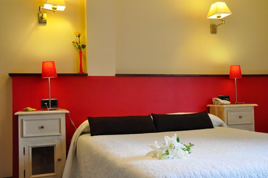 san valentin en Llanes-Habitación-doble-con-vistas-a-la-Sierra-del-Cuera-Hotel-Puerta-del-Oriente