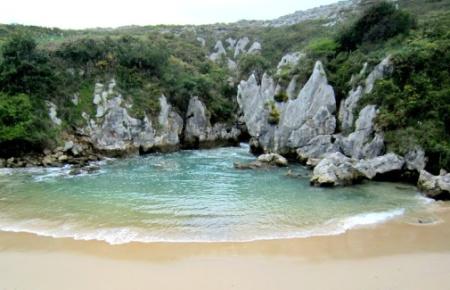Playa de Gulpiyuri - Llanes